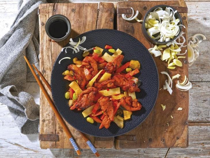 Kippenstrips op Aziatische groenten
