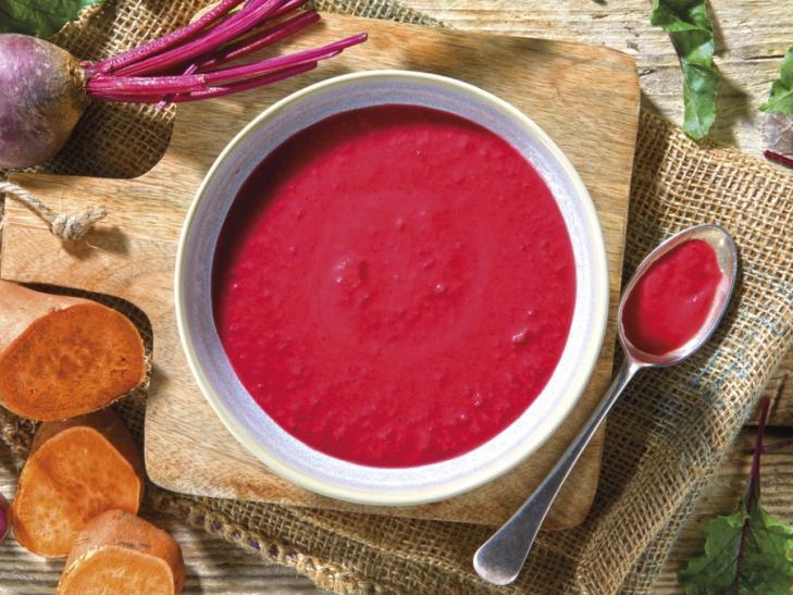 Rode bietensoep met zoete aardappel